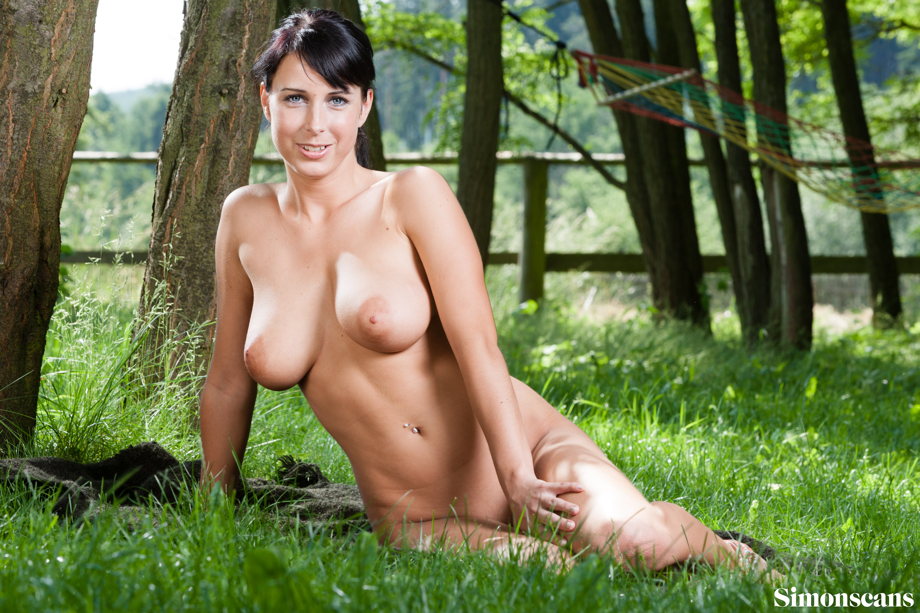 Roxana_in_the_green_048