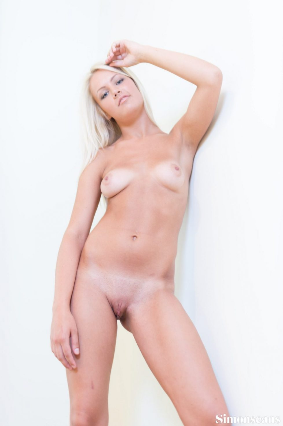Evelyn_white_wall_nude_006